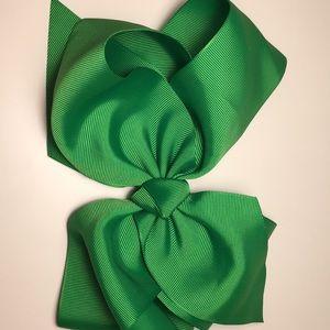 Green 8 inch hair bow